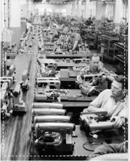 atelier de montage de machines à coudre Husqvarna vers 1950