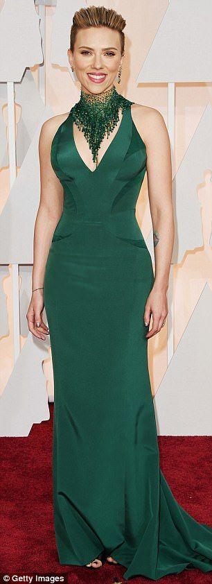 Scarlett Johansson en silhouette verte