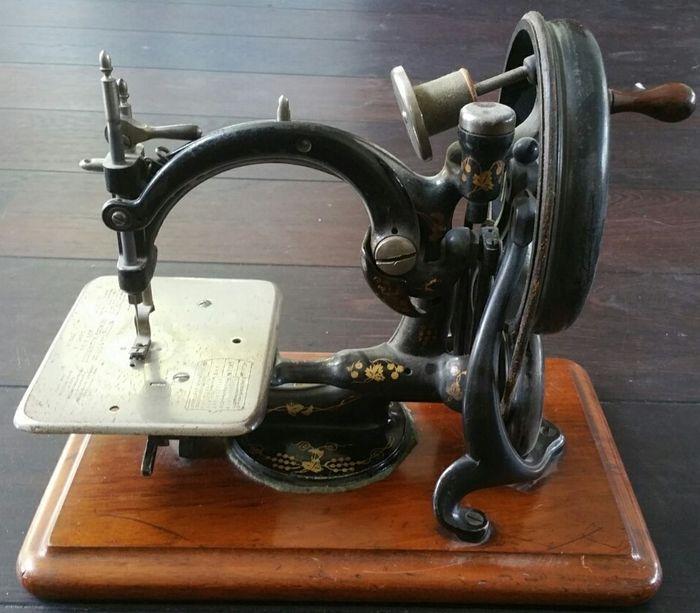3 x Wheelie Bin numéros Machine à Coudre Maison Autocollant couturière Vintage Singer