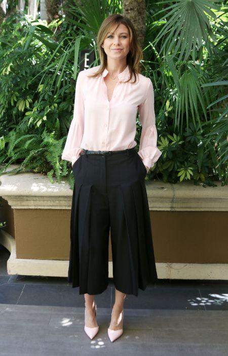 Ellen Pompéo dans un ejupe culotte