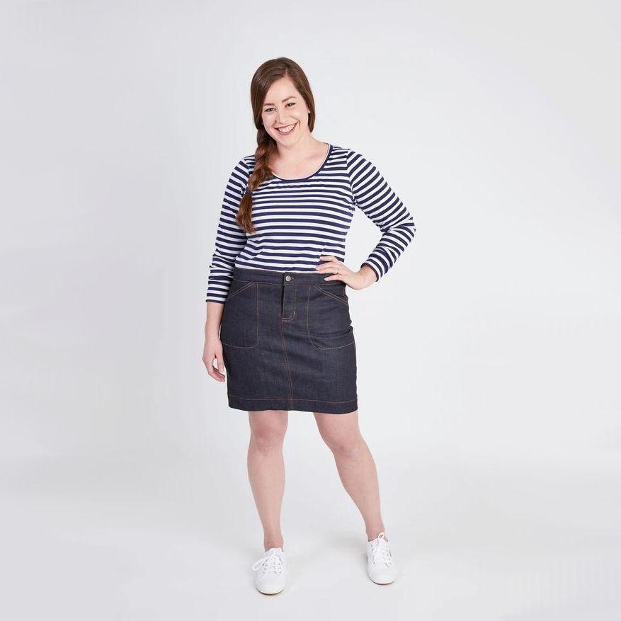 femme portant jupe en jean Cashmerette courte