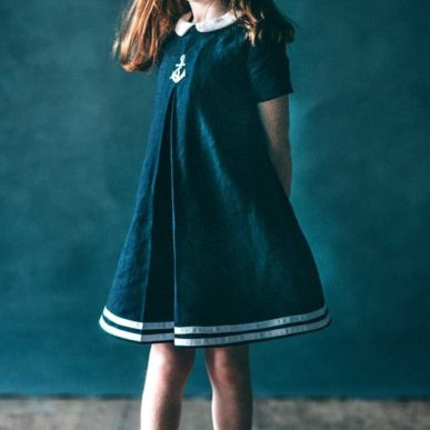 Robe pour fillette Tilly Pompom de SewLaDiDa de face