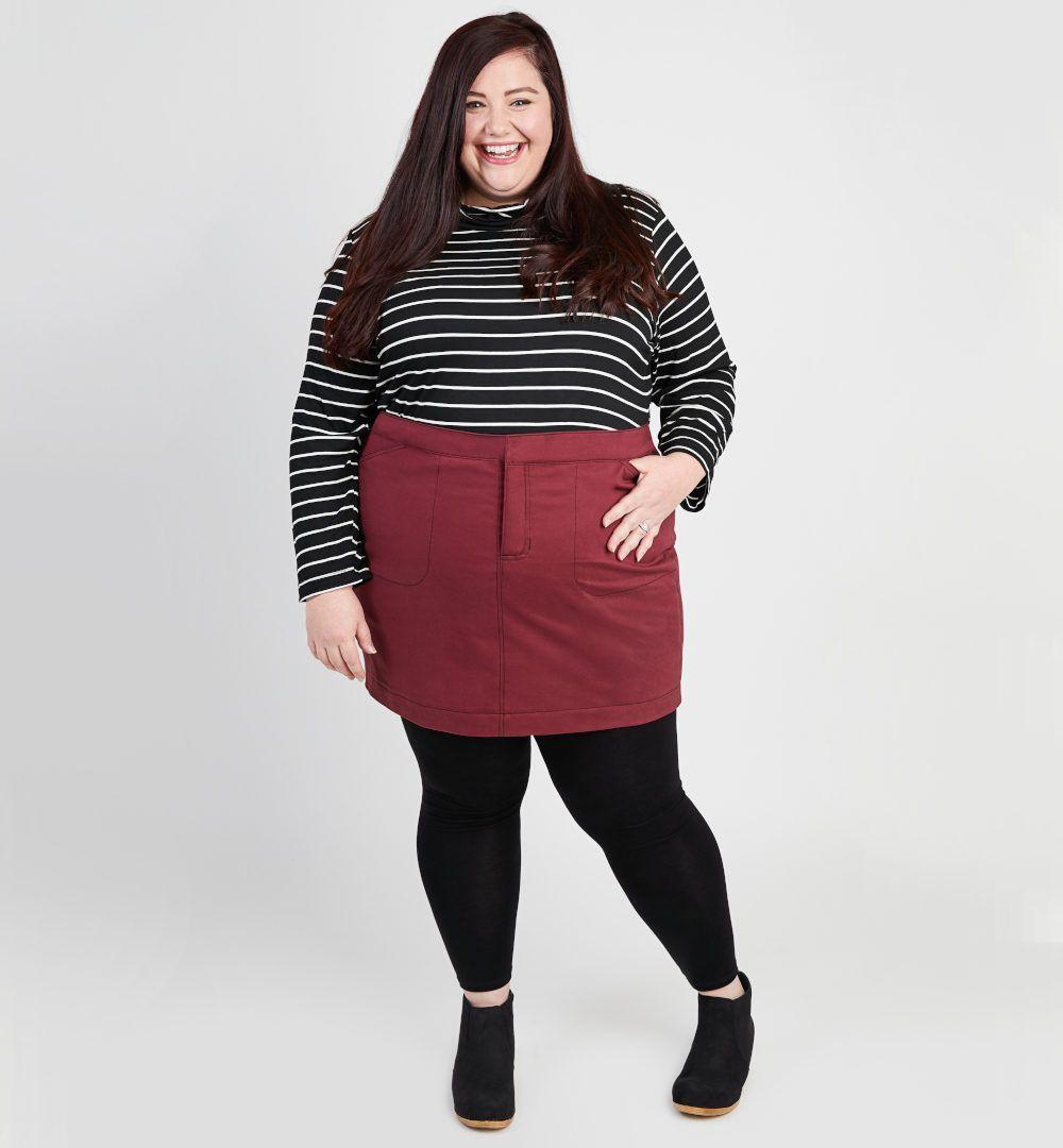 Femme plus size en jupe en jean Ellis de Cashmerette