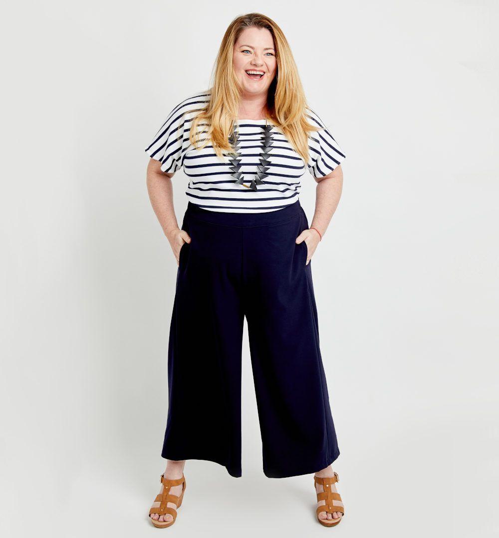 femme en pantalon Calder de Cashmerette bleu marine