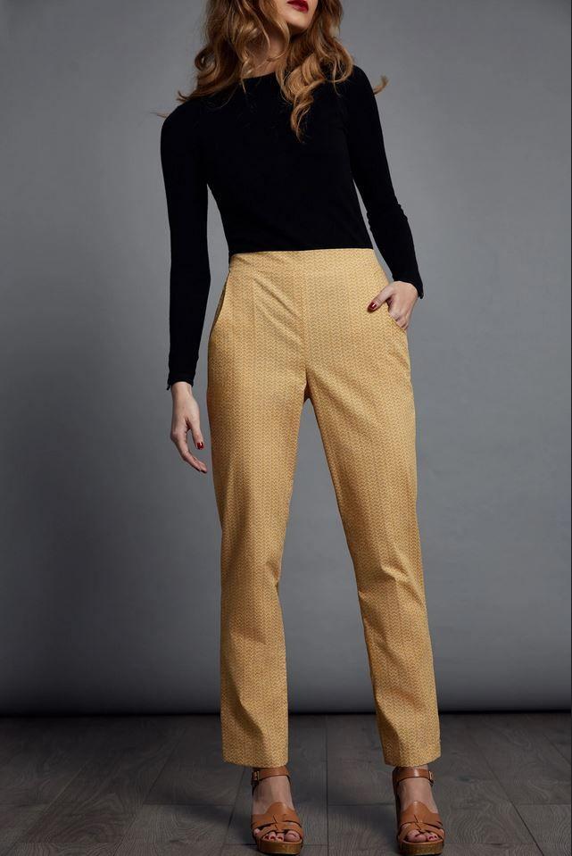 Le Pantalon de The Avid seamstress réalisé dans uen toile jaune
