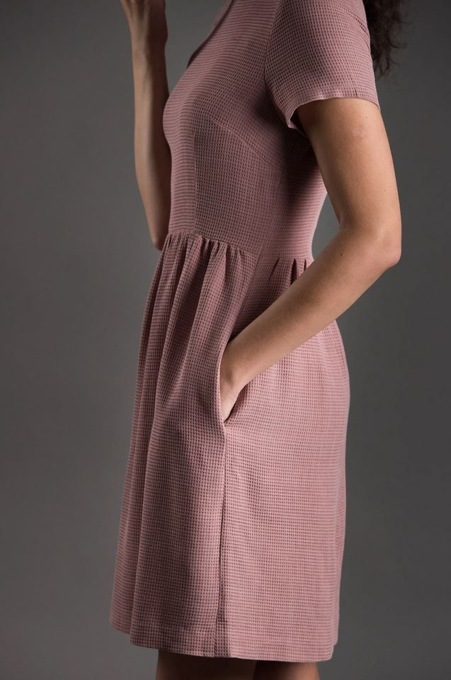 gros plan de la ceinture de la robe de jour The Avid Seamstress