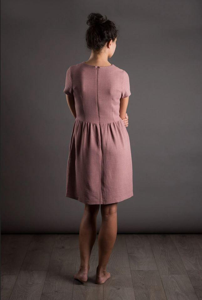 dos du patron de couture de la robe de jour The Avid Seamstress