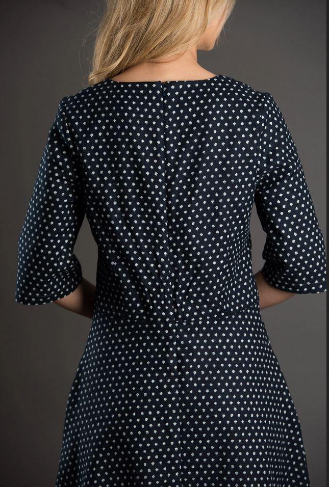 patron de couture the avid seamtress robe évasée vue de dos