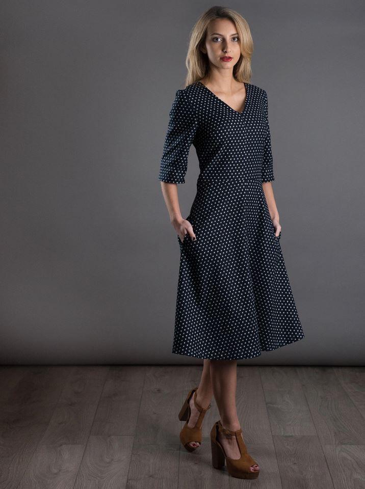 patron de couture the avid seamtress robe évasée vue de coté