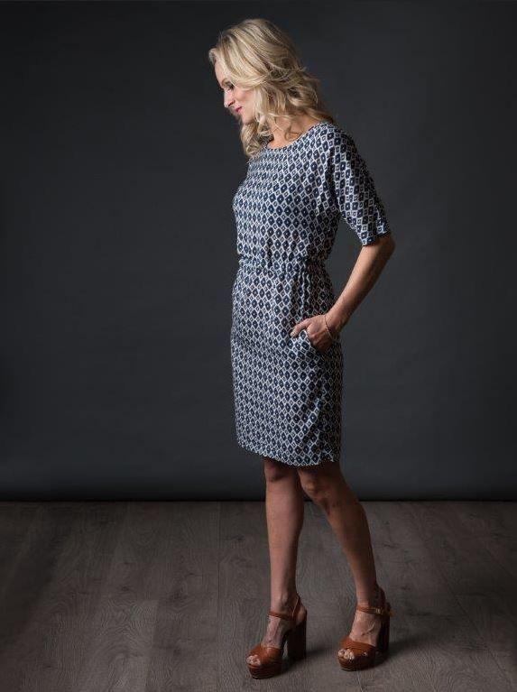 patron de couture the avid seamstress robe droite vue de coté