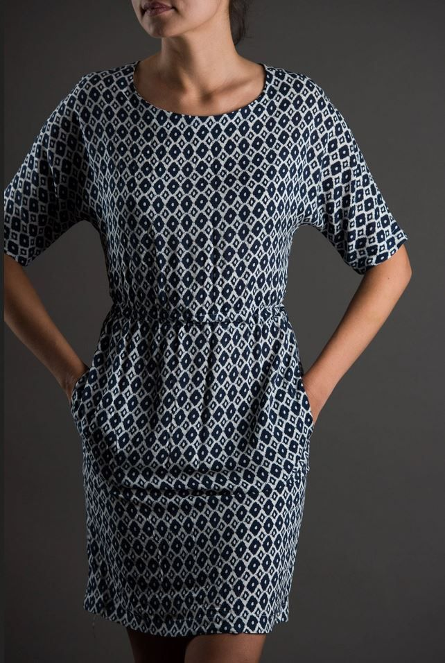 gros plan patrons de couture robe droite seath dress