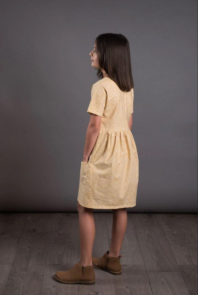 patron de robe pour fille the avid seamstress froncée dans le dos