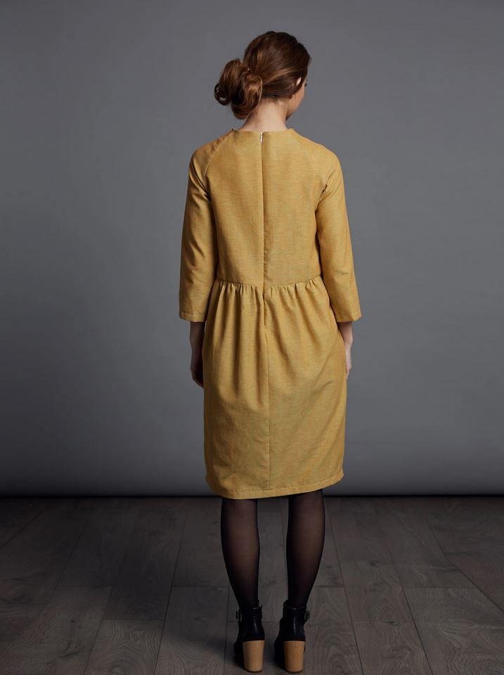 Patron couture the avidd seamstress robe plissée pour femme vue de dos