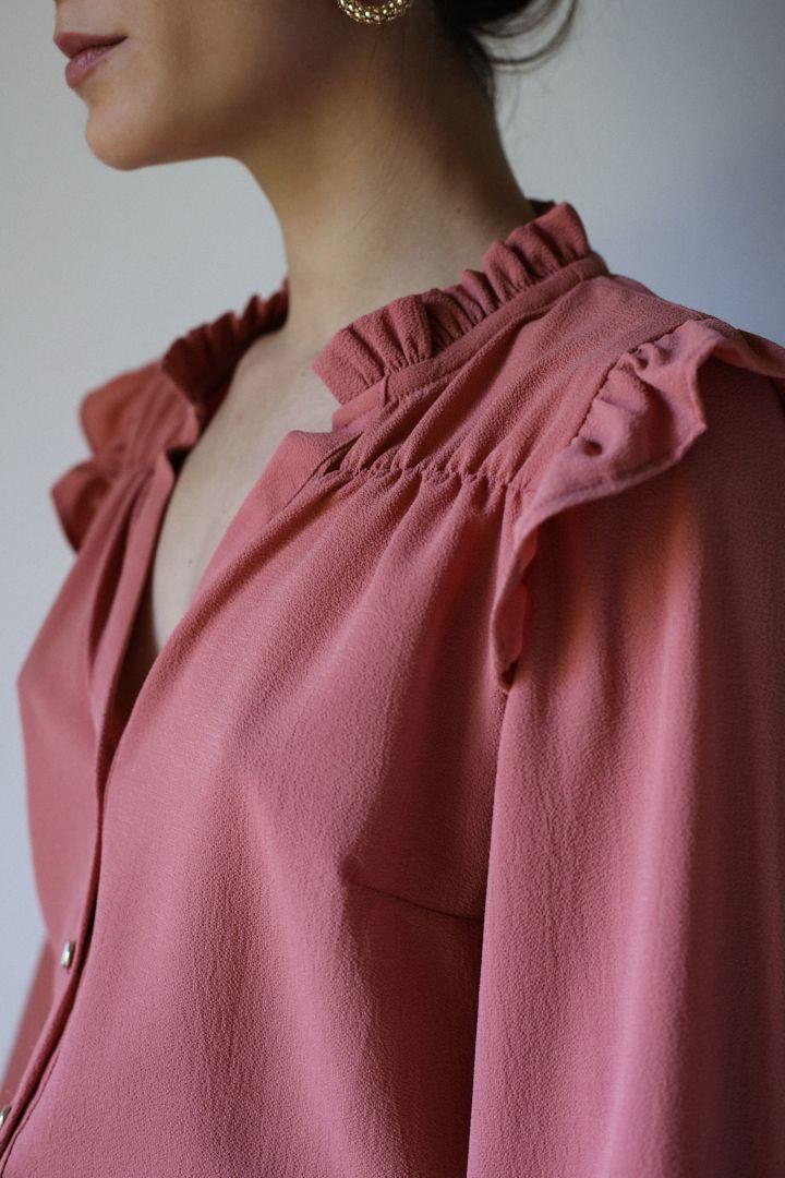 col froncé de la blouse noelie de clématisse