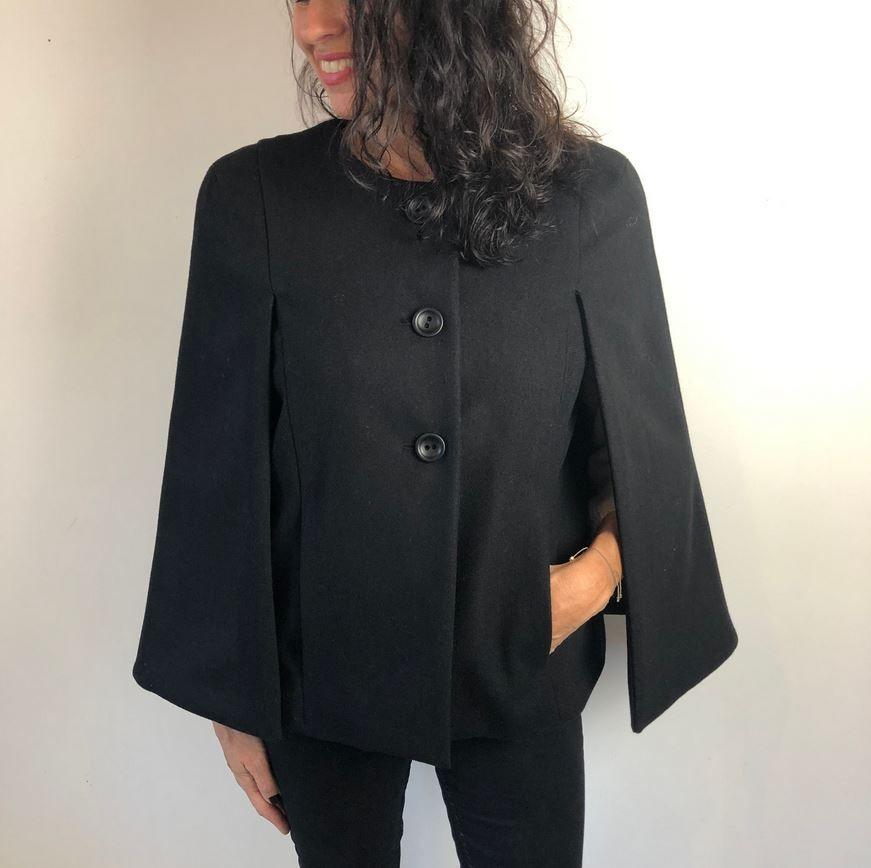 veste cape capucine en noir