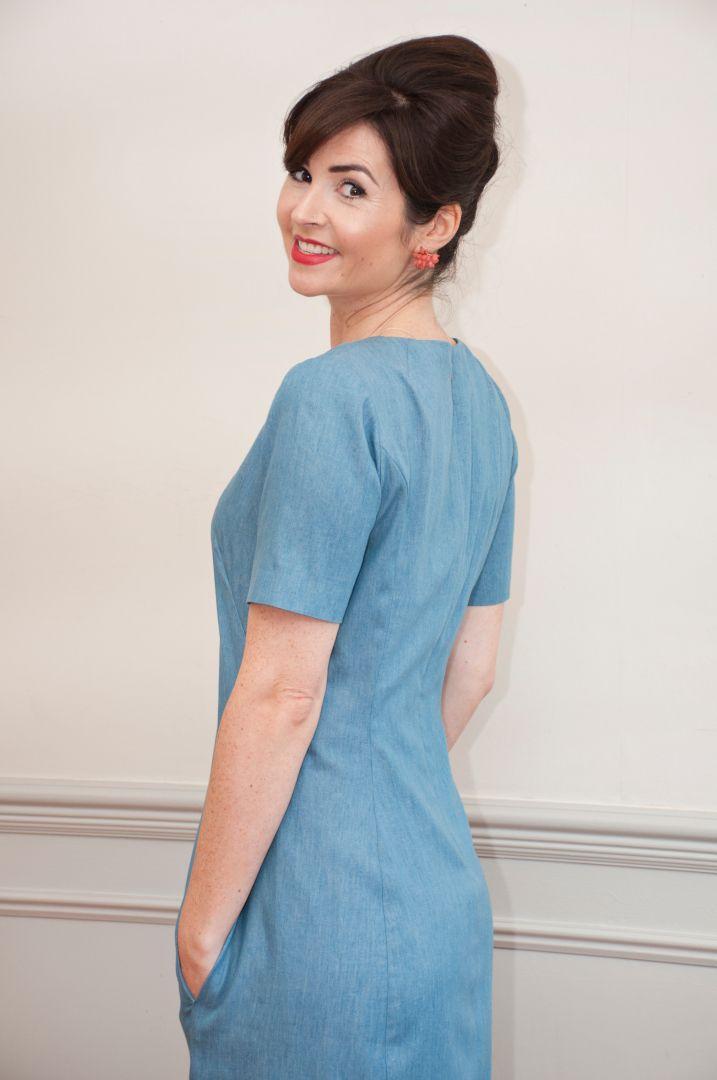 robe droite zoé en bleu de dos